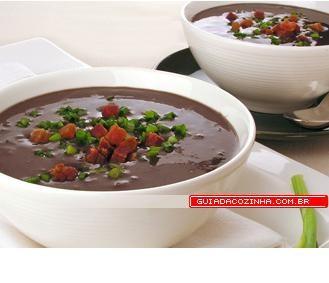 Caldinho de feijão-preto.  http://guiadacozinha.uol.com.br/receitas/4441-Receita-de-Caldinho-de-feijao-preto
