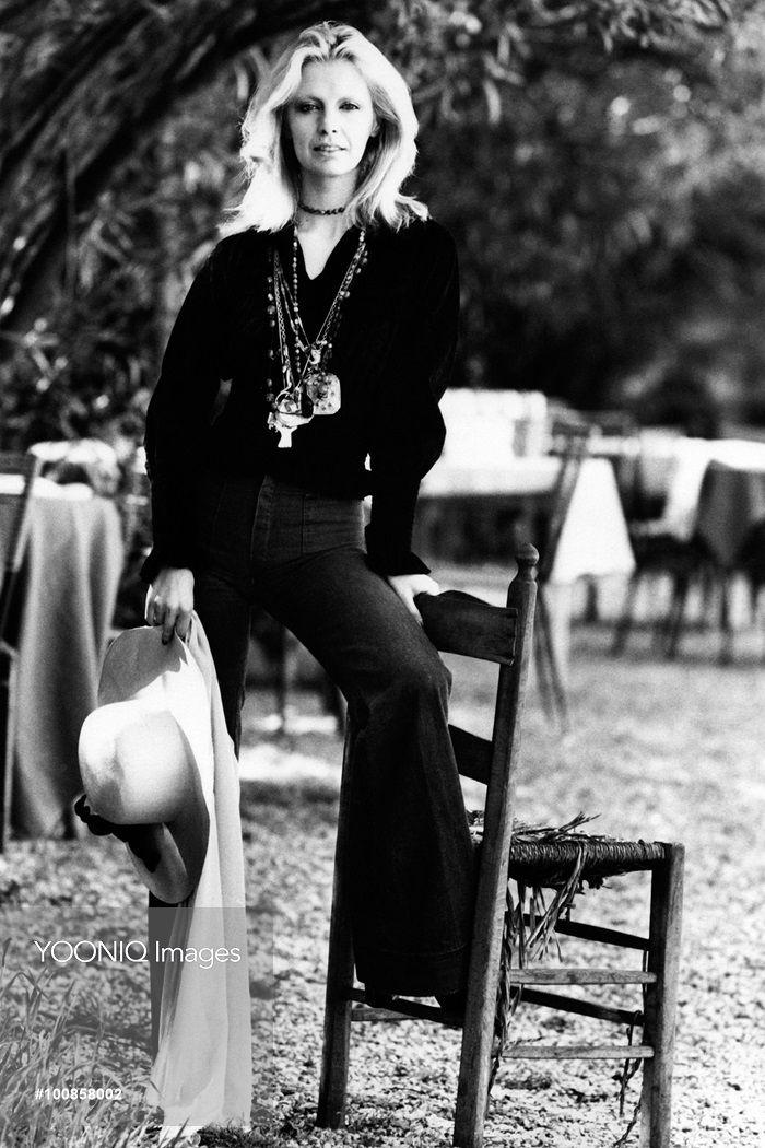 Patty Pravo posing