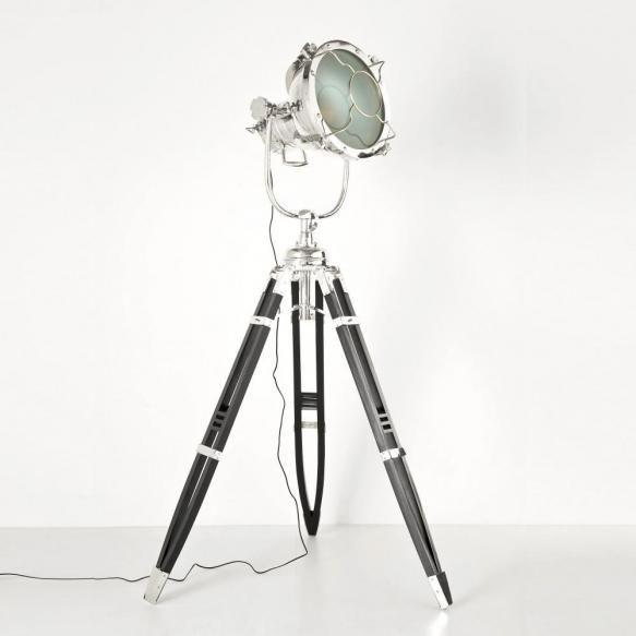 Lampadare Lampadarul Jumbo Spot, realizat din lemn, alumiu si sticla este expresia stilului atat de actual, industrial. Cu trei picioare ce-I vor...