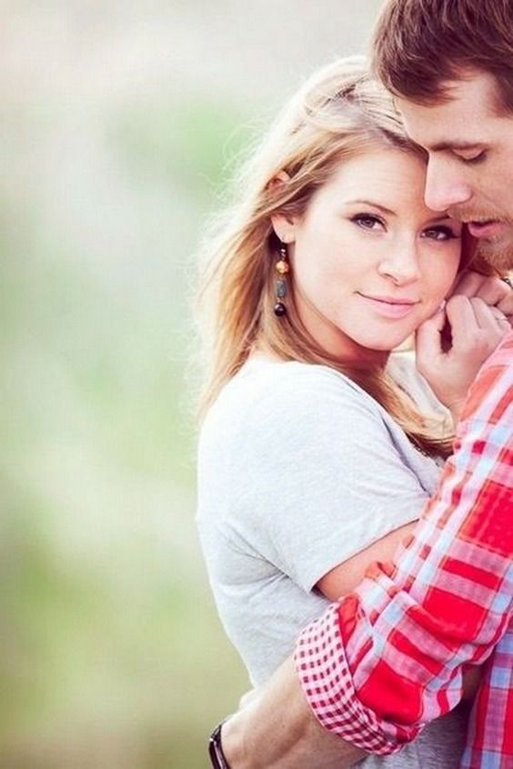 Sweet Engagement Photo and Poses Ideas / http://www.deerpearlflowers.com/engagement-photo-and-poses-ideas/4/