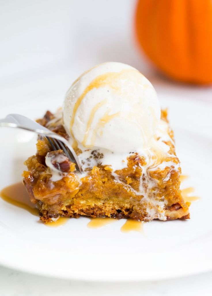 This pumpkin cake is perfect for pumpkin lovers everywhere. It has a brown sugar…