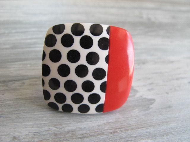 Bague carrée en pate fimo,bague fimo orange indien et blanche à pois noirs ,bijoux fimo et pois : Bague par felicity-fraise