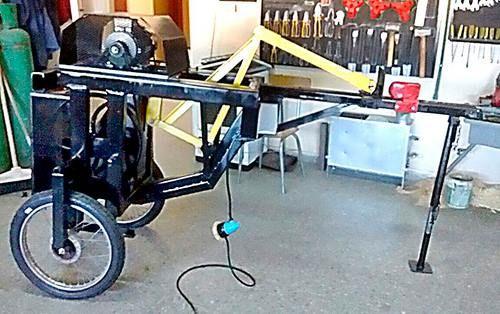 Alumnos de la Epet 8 de Telén fabrican una trozadora de leña portátil