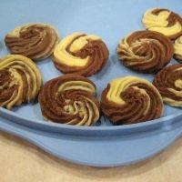 Vanilla chocolate viennese cookies