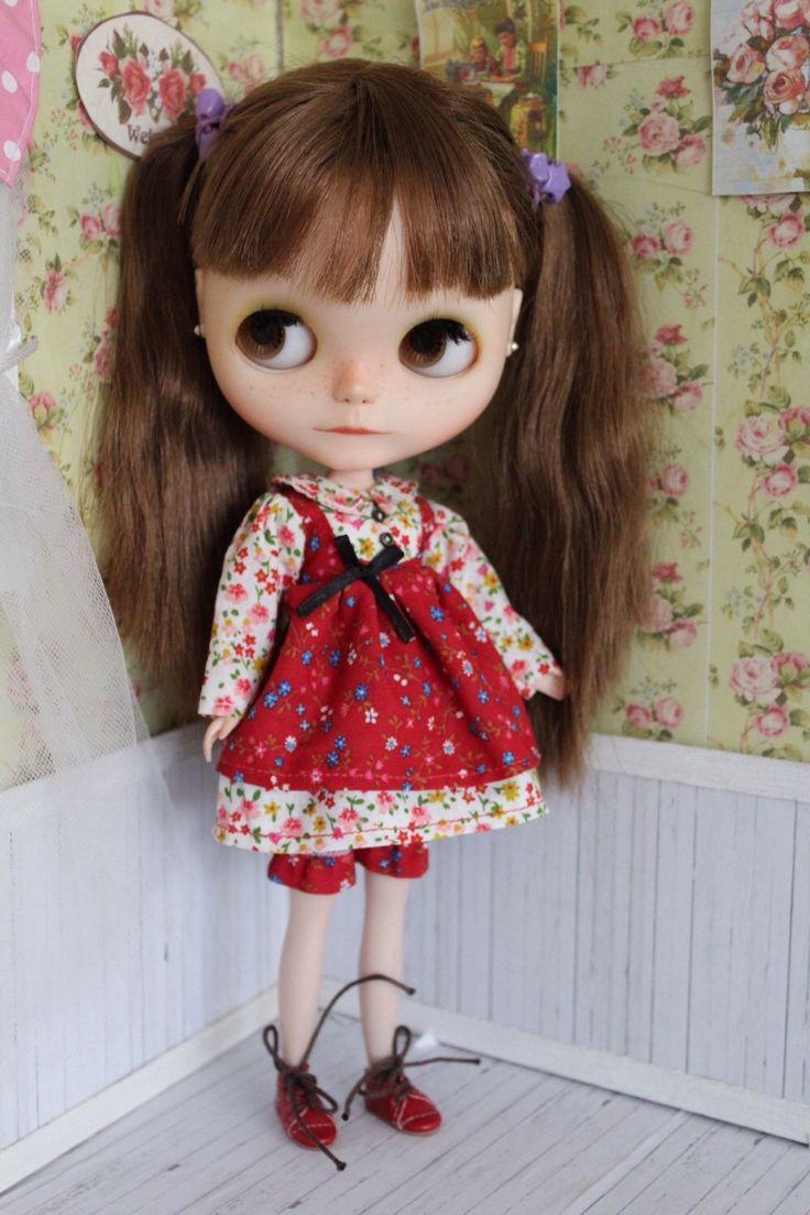 Floral red dress for Blythe by MotaDeAlgodon on Etsy https://www.etsy.com/listing/228448078/floral-red-dress-for-blythe