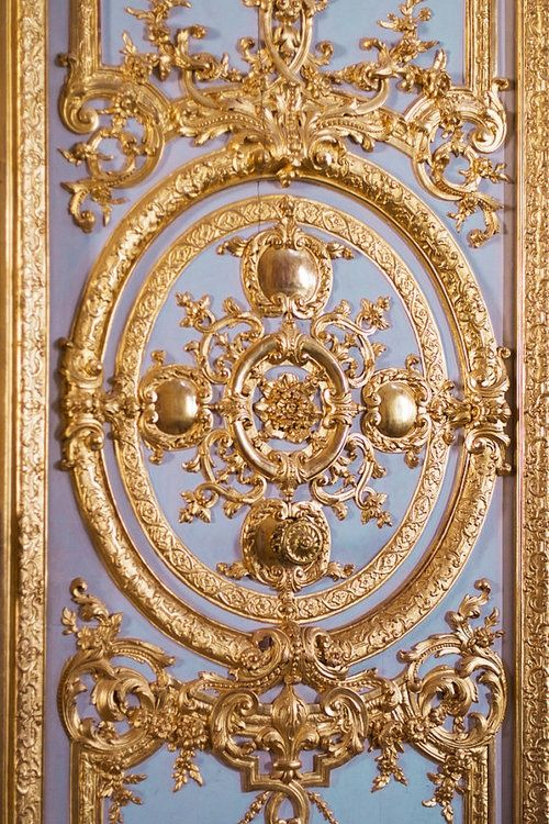 Gold detail at it's finest.  We want this door in every room.  #viyetstyle #metallics