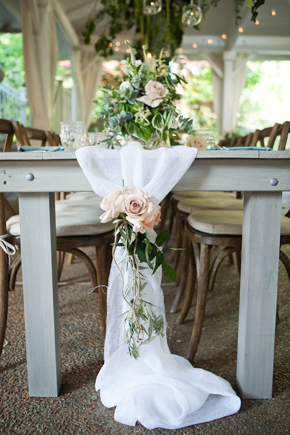Table runner with flowers / http://www.himisspuff.com/wedding-table-centerpieces-runners/8/