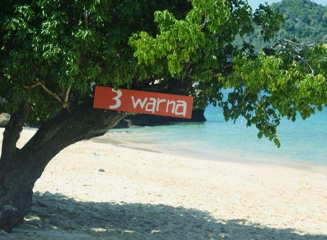 Pantai Tiga Warna. Salah satu pantai terindah yang ada di Kabupaten Malang, Jawa Timur