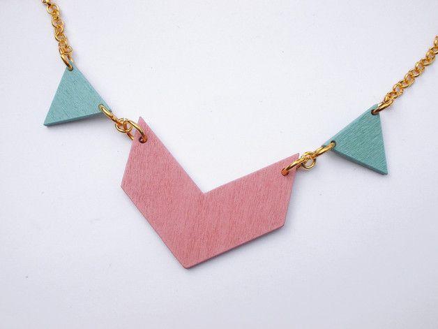 http://de.dawanda.com/product/85789571-statement-kette-gold-geometry-rosa-hellblau
