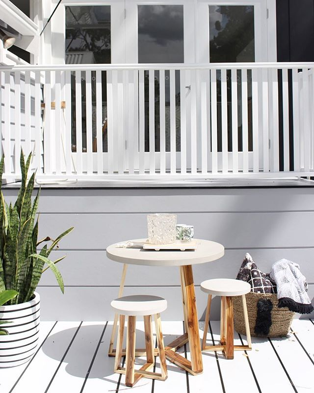 Oh I am itching to show you this house... [ Sneak Peek] #thehillsarealivewithrenofive #realrenos Alfresco baby!! XO Striped pot @designtwins