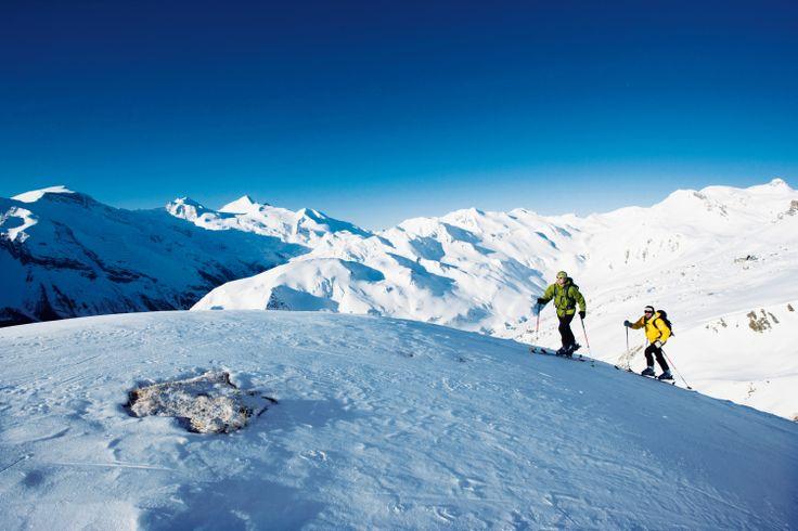 Schneeschuhwandern mit Anni Stock  Snowshoeing with Anni Stock. #wellnesshotel #bergland #winterurlaub #rodeln #skifahren #langlaufen #carving #snowboarden #gletscher #hintertux #skiurlaub #hüttengaudi #schneeschuhwandern #winterwandern #schnee