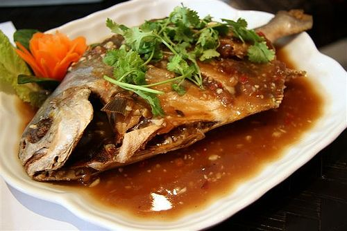 Pan-fried Pomfret with tamarind sauce