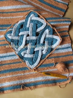 Crocheting a Celtic knot by Made with Love by Angelique