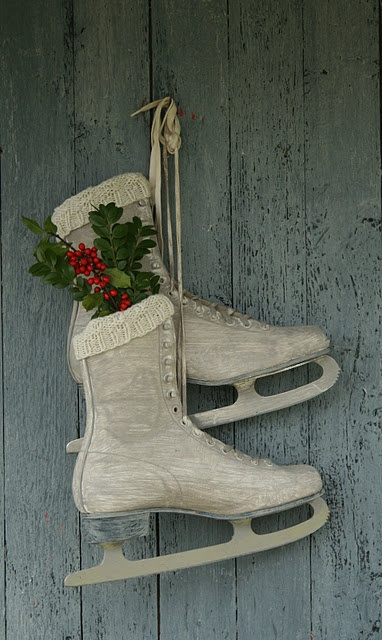 Vintage holiday goodness...and so easy!! Seeking old skates at thrift store ASAP!! :)