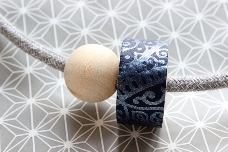 Collana 1001 grigia fatta con cavo elettrico rivestito in cotone, dettaglio in legno con carta da parati blu e fantasia orientale in rilievo di IlluminoHomeIdeas su Etsy