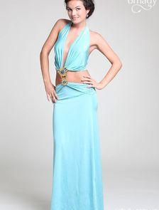 Длинное голубое платье с открытым животом