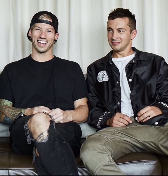 Josh looks like the wife and Tyler is the ghetto husband who just made some hot ass joke about Josh's hot bod