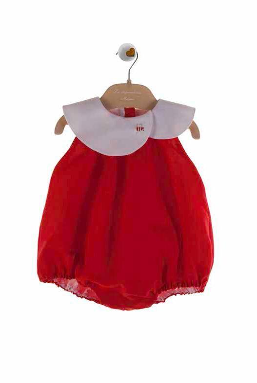 Pagliaccetto rosso per neonata con colletto doppiato e ricamato. Questo capo de La Stupenderia è disponibile su http://shop.annameglio.com