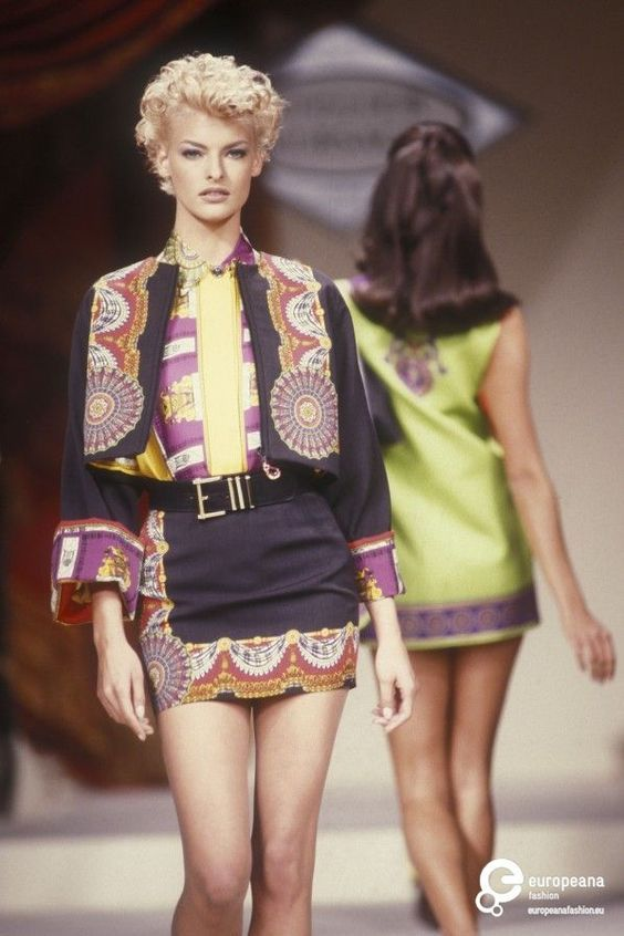 Atelier Versace Fashion Show 90s & more details
