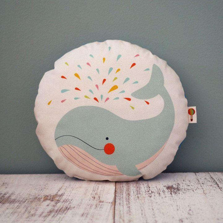 Good Kinderkissen mit Walfisch Print aus Biobaumwolle von TELL ME Preis Euro