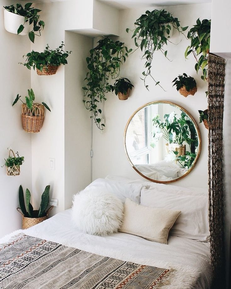 bedroom | interior design | home decor | bohemian style | indoor plants | greenery | round mirror