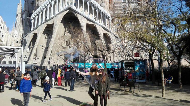 Esta foto fue realizada en Barcelona. Junto a la Sagrada Familia. Con esta foto quiero enseñar la importancia de los grandes monumentos de nuestro de país.