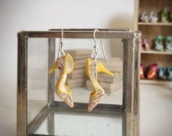 Handgemachte entzückenden Mini Schuh Ohrringe von YinyingO auf Etsy