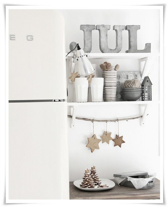 white life ©: Christmas - white & black insights // the stars hanging from the branch is super cute.