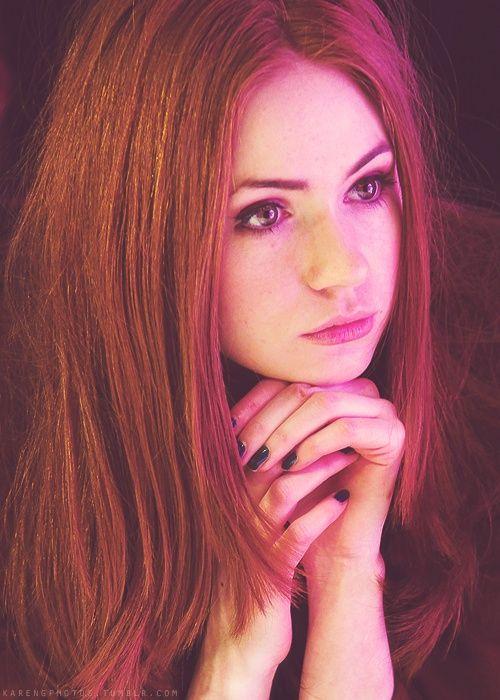 """""""Mein Bruder ist Höllenqualen ausgesetzt worden bevor er getötet wurde, Kiara. Denk nicht eine Sekunde das ich das hier für dich tu."""", sagte Xenia, ihr Blick durchbohrte mich. Ich sah nicht weg."""