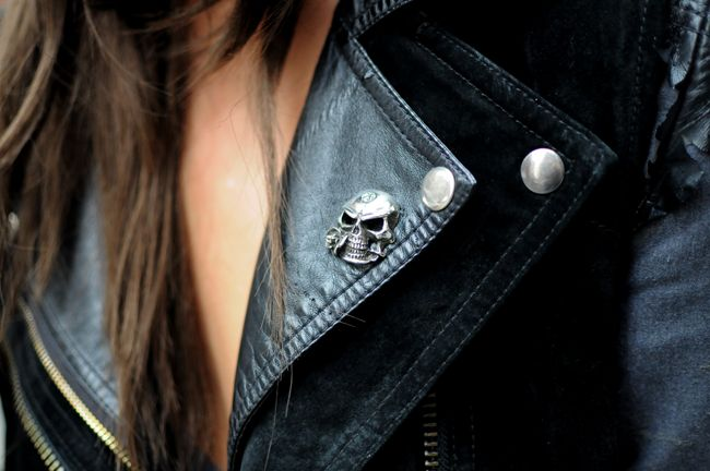 The perfect detail!Badges, Black Rose, Black Leather Jackets, Fashion Clothing, Collars, Rocks Style, Rock Style, Black Skulls, Hot Sauces