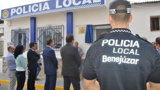 Improved uniforms and equipment for Benejúzar Local Police - http://www.theleader.info/2017/12/30/16541/