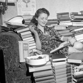 Se la lettura è la tua passione e la tua casa è invasa di libri è arrivato il momento di fare ordine: dalla libreria di design all'idea fai da te, 12 soluzioni per chi ha poco spazio ma tanta voglia di leggere!