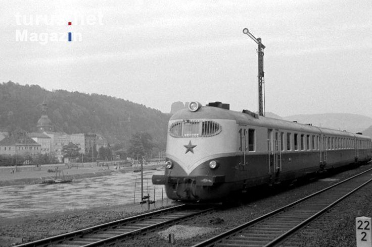 tschechischer Schnellzug an der Elbe, DDR, 1955