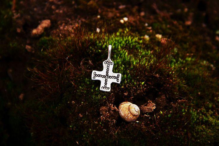 #vikikng #cross #jewelry #mojovikikng