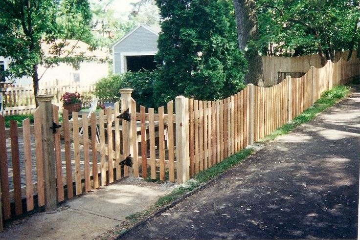 4 Cedar Scalloped Picket Fence For My Great Outdoors Pinterest Fences Front Yard Fence