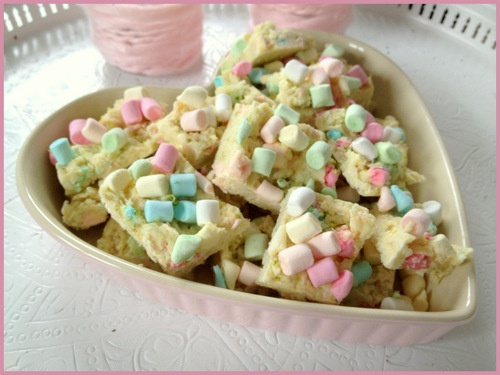 White Rocky Road with lime, coconut-flakes and mini marshmallows! Yummy!