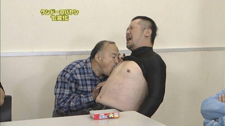 おじさんに可愛い乳首をなめなめするケントーコバヤシ