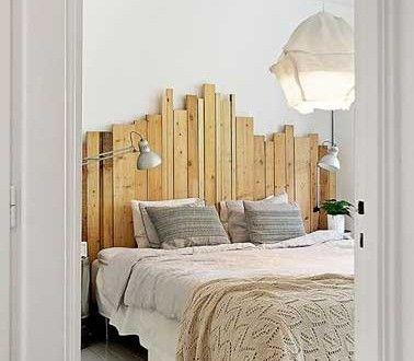 Déco de chambre avec une tête de lit faite en palette bois