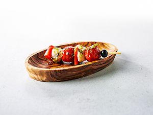 Vegetarische tapas met kerstomaatjes, mozzarella en gegrilde paprika's. La Verdura is voor iedereen!