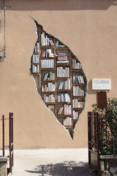 Façade de la bibliothèque de Monzuno, Bologna, Italie                                                                                                                                                                                 Mehr