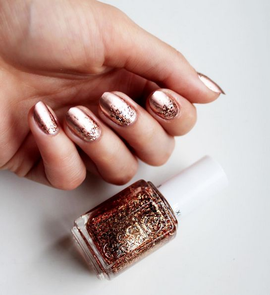 Make a statement with copper metallic nail lacquer topped off with bronze bar glitter. Hypnotize with every move you make with your essie manicure this holiday season.
