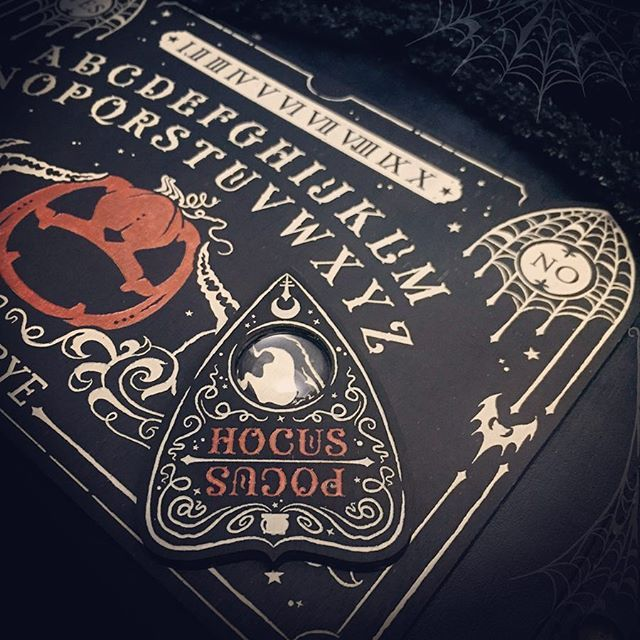 I would NEVER, EVER fuck with an Ouija board but I had to repin this because it's HALLOWEEN themed