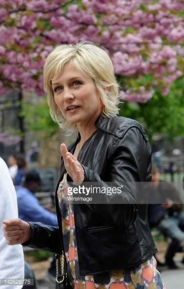 News Photo : Amy Carlson filming on location for 'Blue Bloods'...