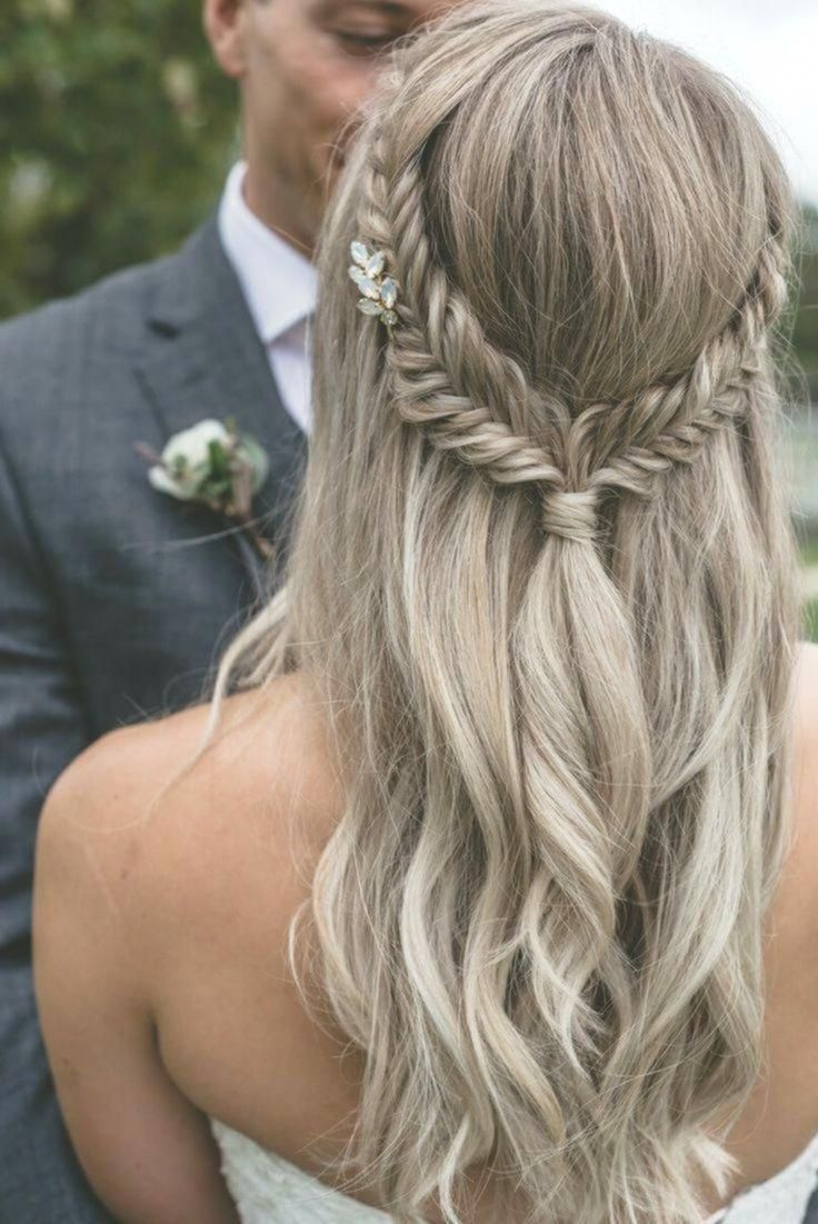 Lavender Garden Wedding Inspiration Frisyrer Frisuren Nouvellecoiffure Hairstyle Kurzehaarschn Hair Styles Wedding Hair Half Bridal Hairstyles With Braids
