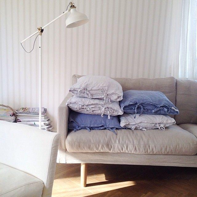 Idag har jag slipat mitt soffbord. Nu väntar det i källaren på vit färg och därefter ska mässingtassarna putsas. Tror att det kommer att bli fint.