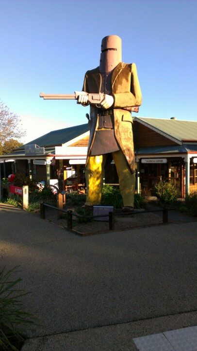Australian BIG THINGS.  There's lots and lots of them.  Big Ned Kelly at Maryborough, Queensland. Photo by Alect71