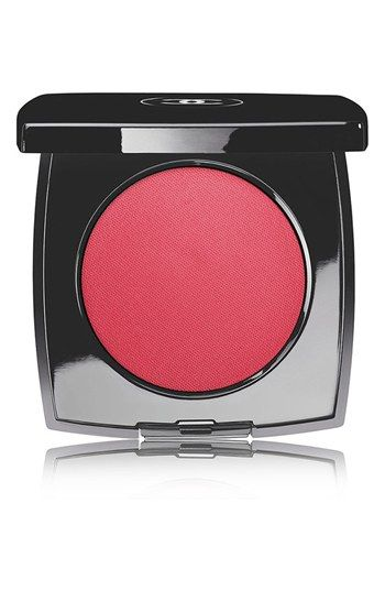 Lupita Nyong'o wears Chanel Le Blush Crème de Chanel in Chamade: http://rstyle.me/n/82c5qm6n