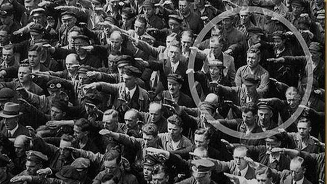 August Landmesser, el hombre que negó el saludo nazi