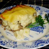 Witte kaassaus aardappelen met gehaktkorst | Smulweb.nl