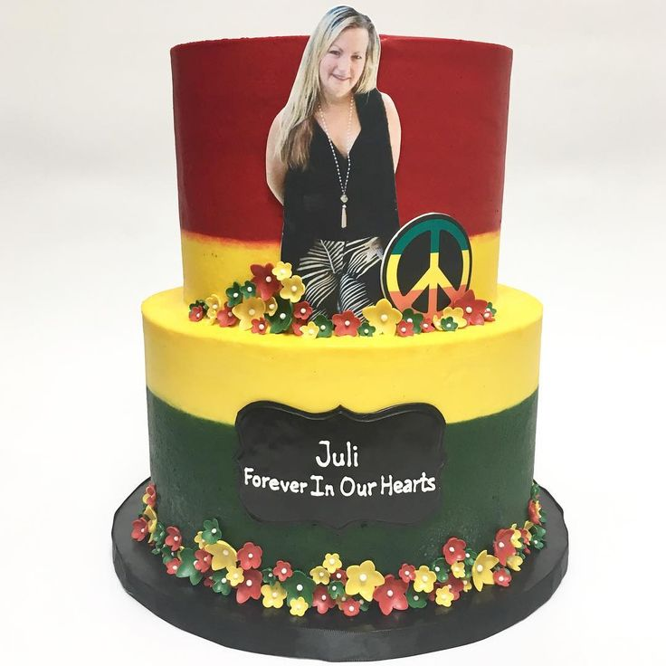 Rasta themed cake in memory of Juli, an amazing woman who shared our passion in cake making, as well as cooking, celebrating Juli's devotion for her family and the community. RIP❤️ #deliciousarts #rasta #peace #rip #memorialcake #flower #westla #westpico #bakery #customcake